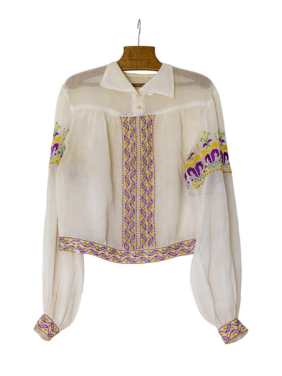 1955-1960年ごろの刺繍入りブラウス